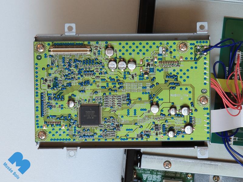 Avant - capacité légèrement gonflée à gauche du circuit Toshiba